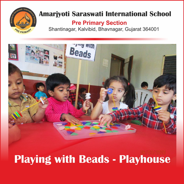 Playing with beads - Playhouse (16-03-20)